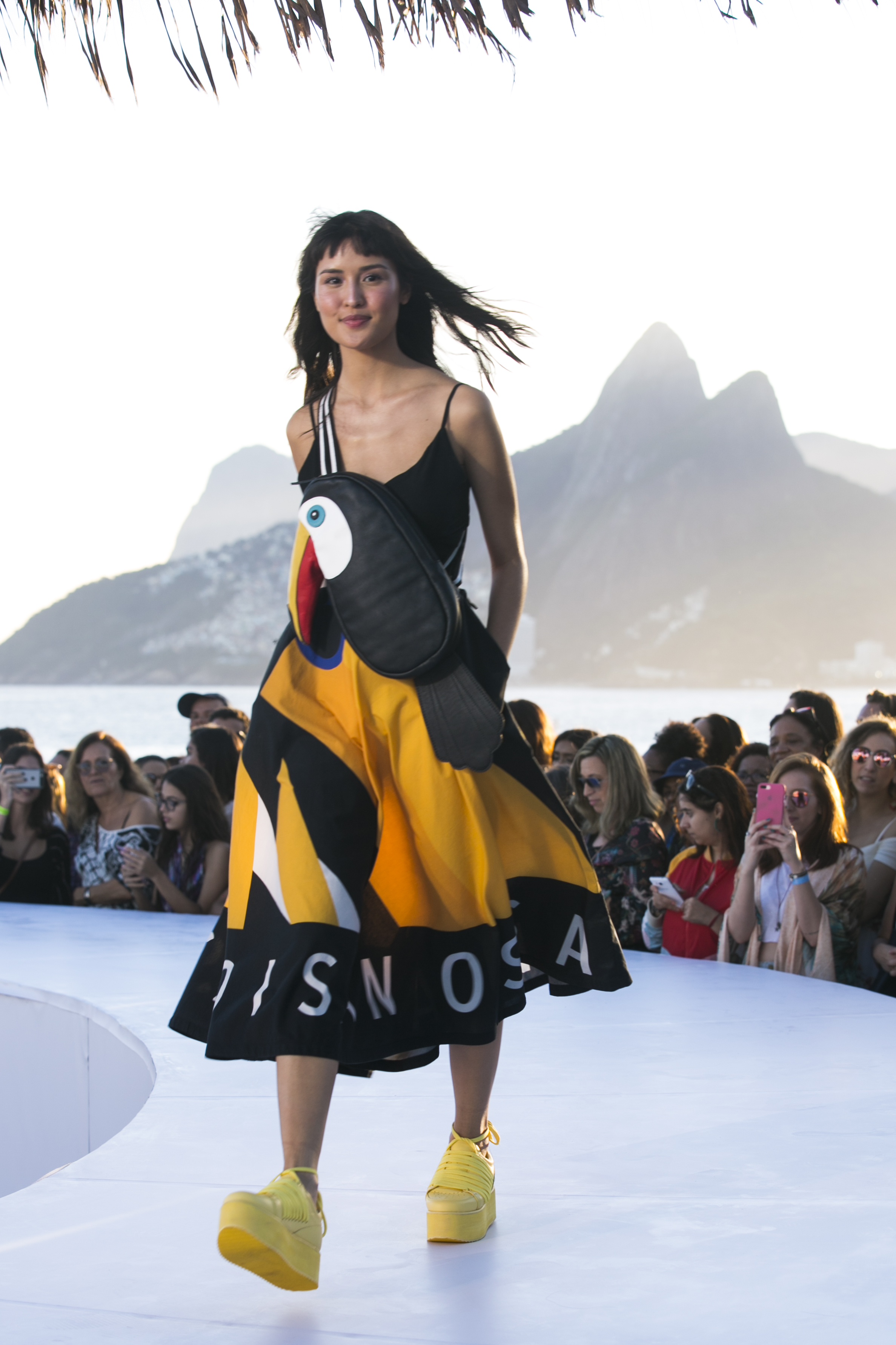 4b10cdd1a 20 anos de Sol  Farm arma desfile a céu aberto no Rio de Janeiro ...