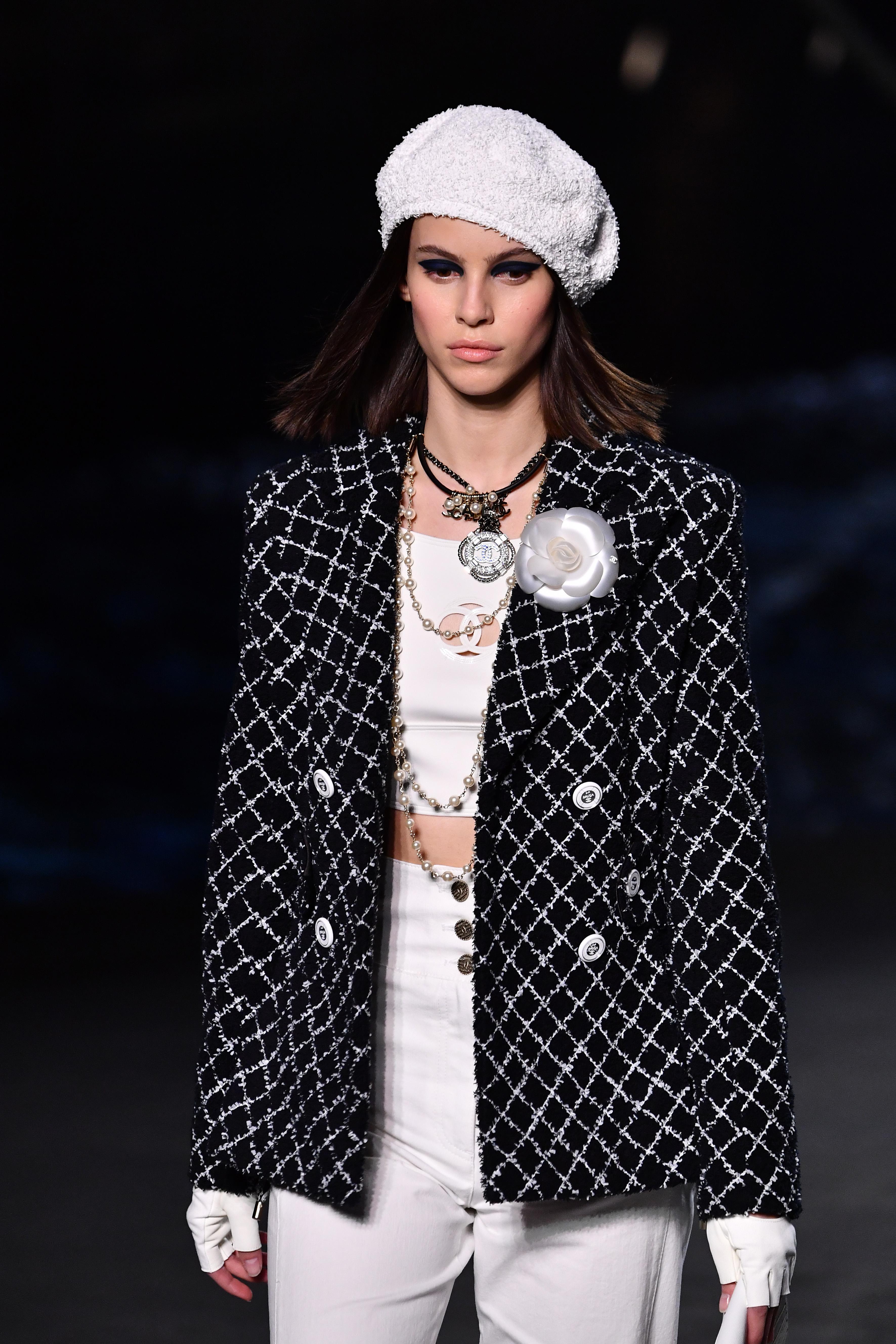 702ca8eb654e2 Blazer se reafirma como peça-chave do closet no Resort 2019 - Vogue ...
